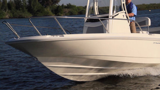 Boston Whaler 210 Dauntless split bow rail