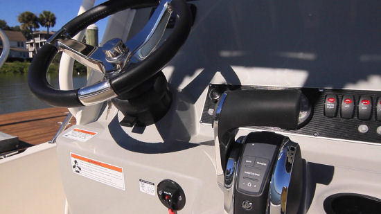 Boston Whaler 210 Dauntless steering wheel