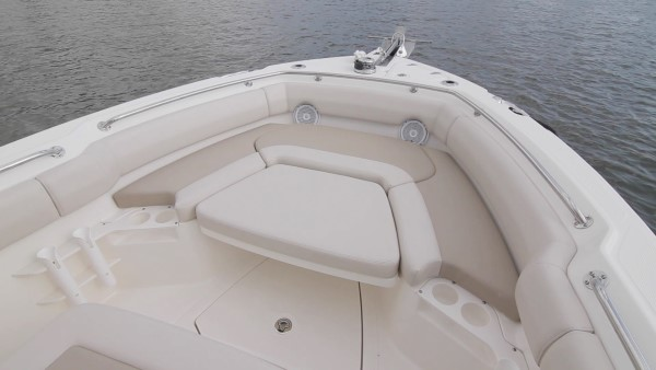 Boston Whaler 230 Outrage bow lounge