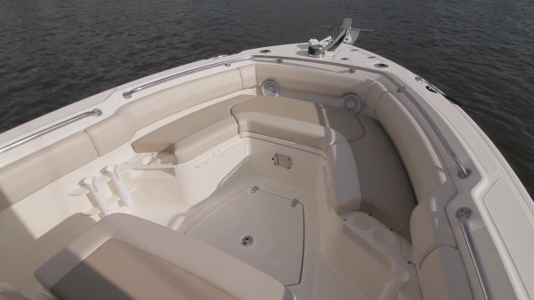 Boston Whaler 230 Outrage bow seating