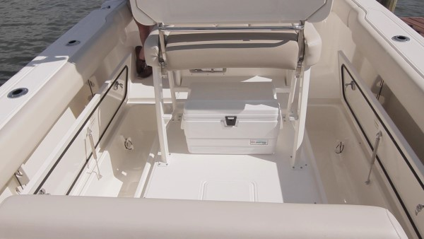 Boston Whaler 230 Outrage deck bins