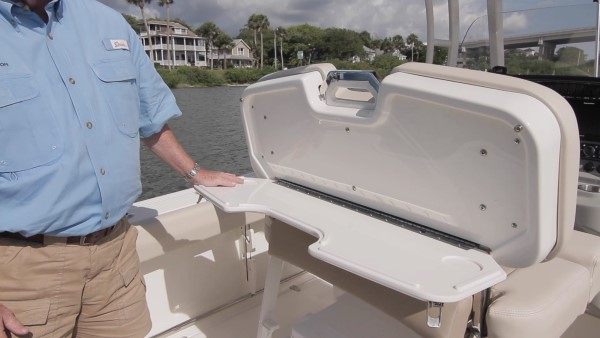 Boston Whaler 230 Outrage leaning post table