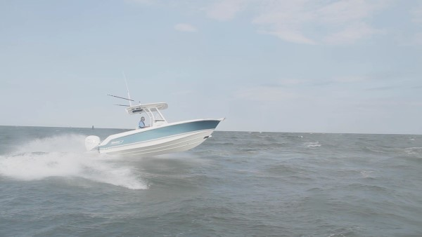Boston Whaler 230 Outrage offshore