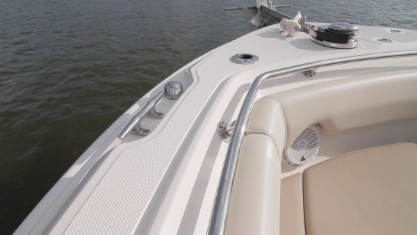 Boston Whaler 230 Outrage recessed cleats