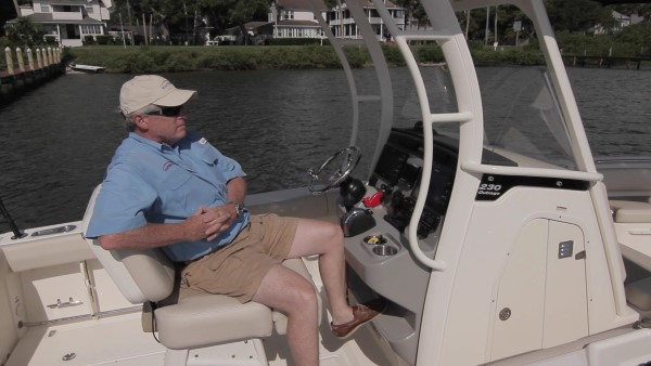 Boston Whaler 230 Outrage leaning post recline