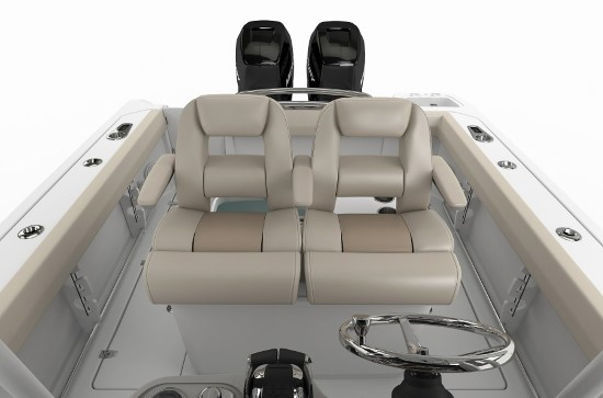 Boston Whaler 250 Outrage helm seats