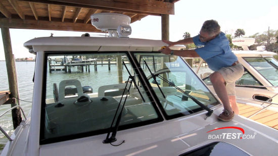 Boston Whaler 315 Conquest Pilothouse glass windshield