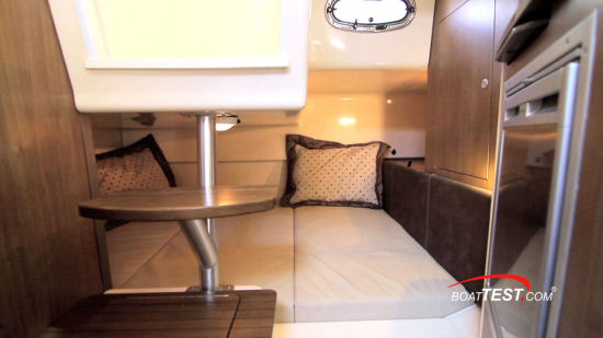 Boston Whaler 315 Conquest Pilothouse mid cabin