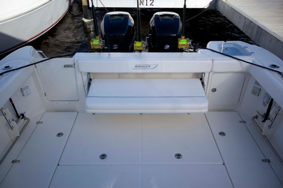 Boston Whaler 315 Conquest Pilothouse transom bench