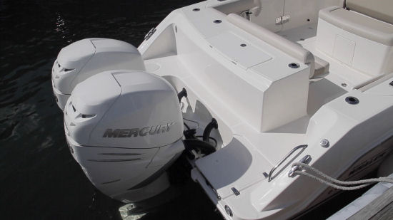 Boston Whaler 330 Outrage outboards
