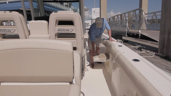 Boston Whaler 330 Outrage trolling seat