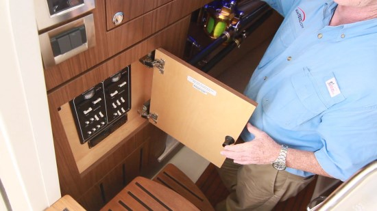 Boston Whaler 380 Outrage 110 v panel
