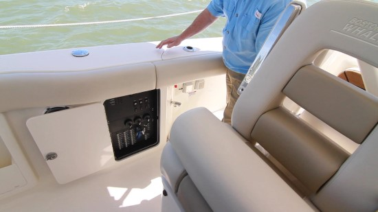 Boston Whaler 380 Outrage 12 v panel