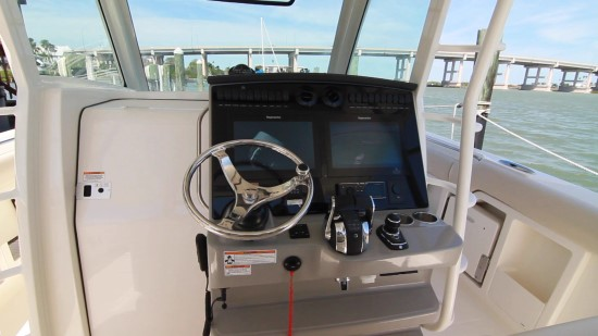 Boston Whaler 380 Outrage helm console