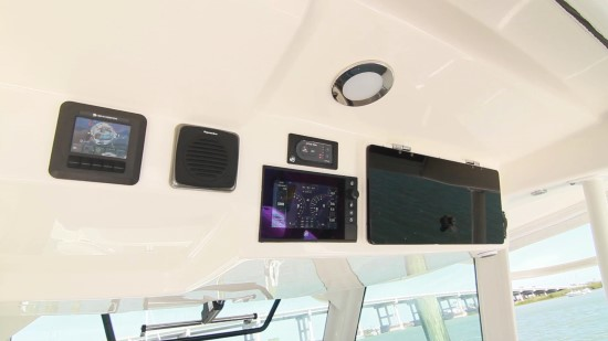 Boston Whaler 380 Outrage overhead features