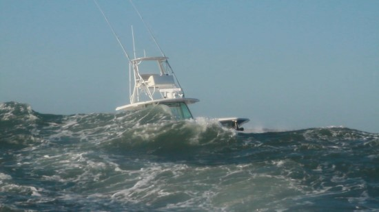 Boston Whaler 380 Outrage seas