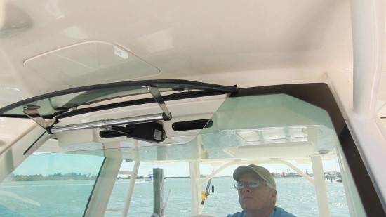 Boston Whaler 380 Outrage actuated vent