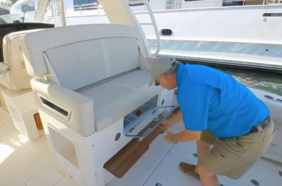 Boston Whaler 380 Realm cooler hatch