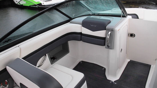 Chaparral 223 VRX portside seat
