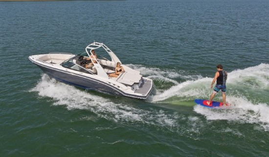 Chaparral 227 SSX Surf running