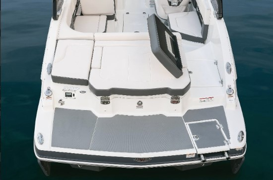 Chaparral 227 SSX Surf transom