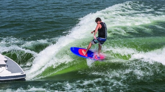 Chaparral 227 SSX Surf wake surfing