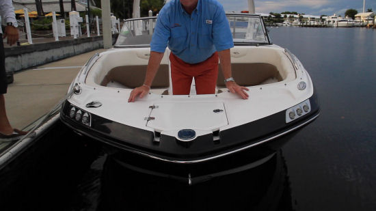 Chaparral 250 SunCoast OB foredeck