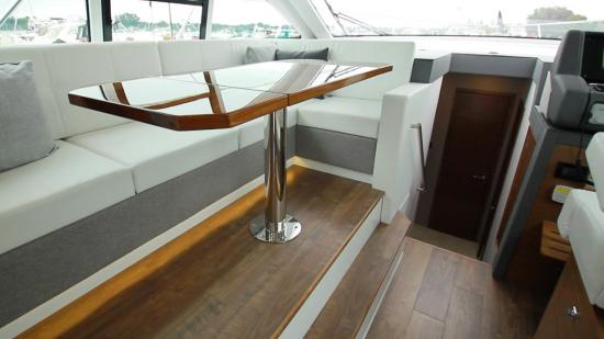 Cruisers Yachts 46 Cantius dinette