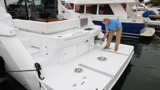 Cruisers Yachts 46 Cantius grill