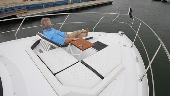 Cruisers Yachts 46 Cantius lounge