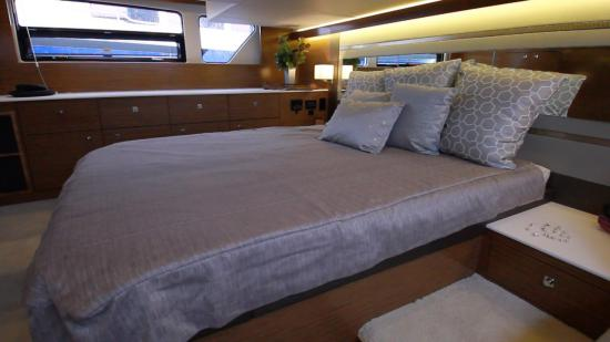 Cruisers Yachts 46 Cantius master stateroom