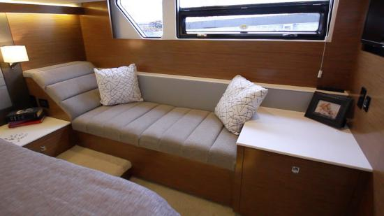 Cruisers Yachts 46 Cantius port lounge