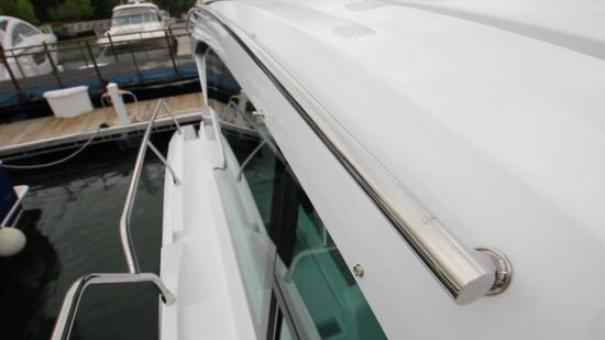 Cruisers Yachts 46 Cantius side deck