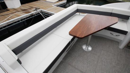 Cruisers Yachts 46 Cantius u shaped table