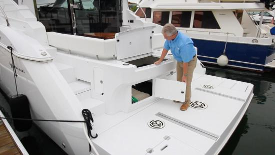Cruisers Yachts 46 Cantius transom