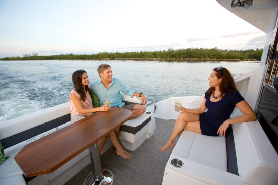 Cruisers Yachts 50 Cantius entertaining space