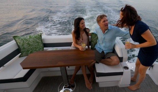 Cruisers Yachts 50 Cantius cocktail table