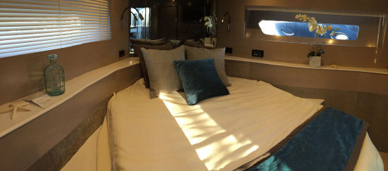 Cruisers Yachts 54 Cantius vip stateroom