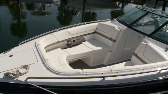 Formula 310 Bowrider bow seating