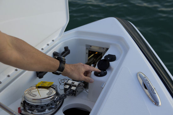 Formula 310 Bowrider electric windlass