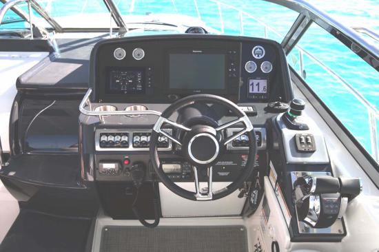 Formula 37 Performance Cruiser helm