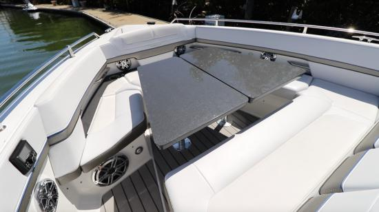 Formula 400 Super Sport Crossover bow table