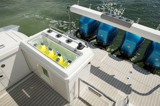 Formula 430 All Sport Crossover dive tanks