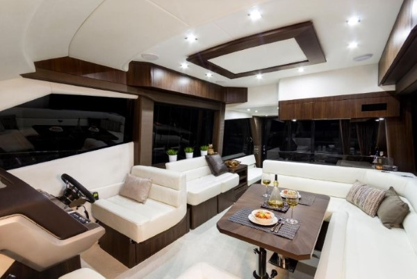 Galeon 500 Fly salon