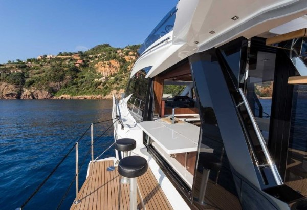 Galeon 500 Fly sidewall