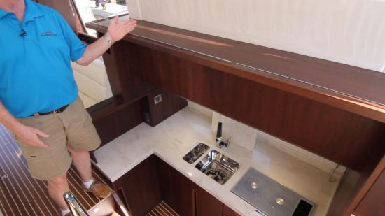 Galeon 420 Fly galley