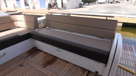 Galeon 420 Fly bench seating