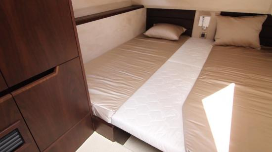 Galeon 420 Fly double bed