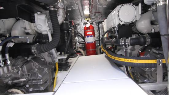 Galeon 420 Fly engine room