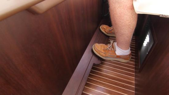 Galeon 420 Fly foot rest